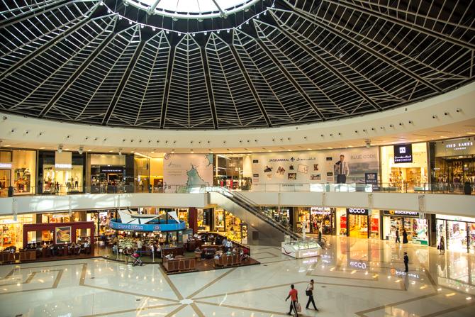 interieur van de Dubai Marina Mall