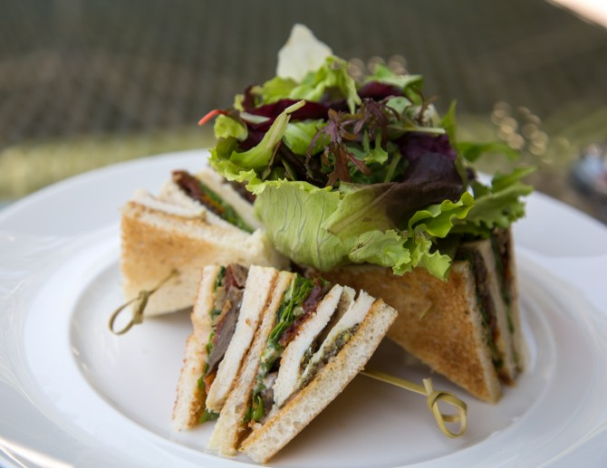 Review restaurant Café Bateel, Dubai Marina