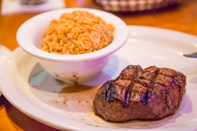 Review restaurant Texas Roadhouse, Dubai Mall