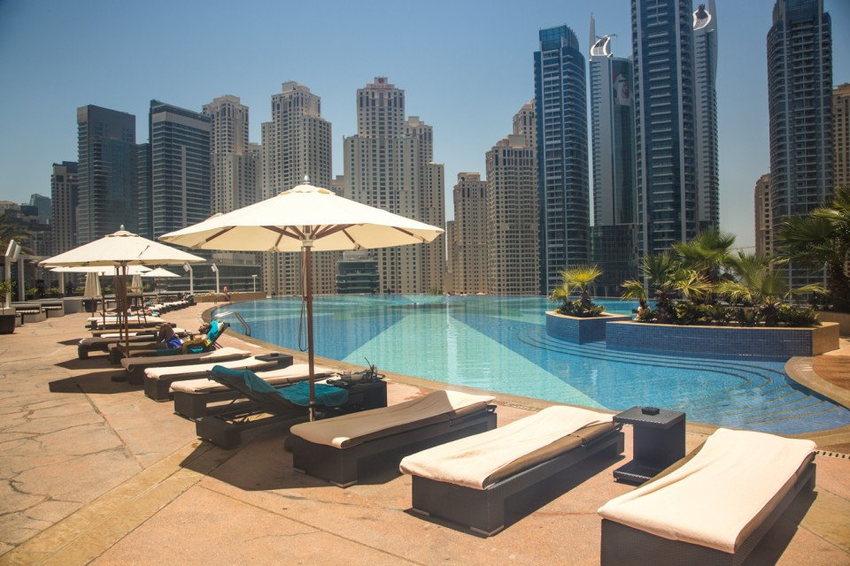 Review hotel the address dubai marina The address dubai marina swimming pool